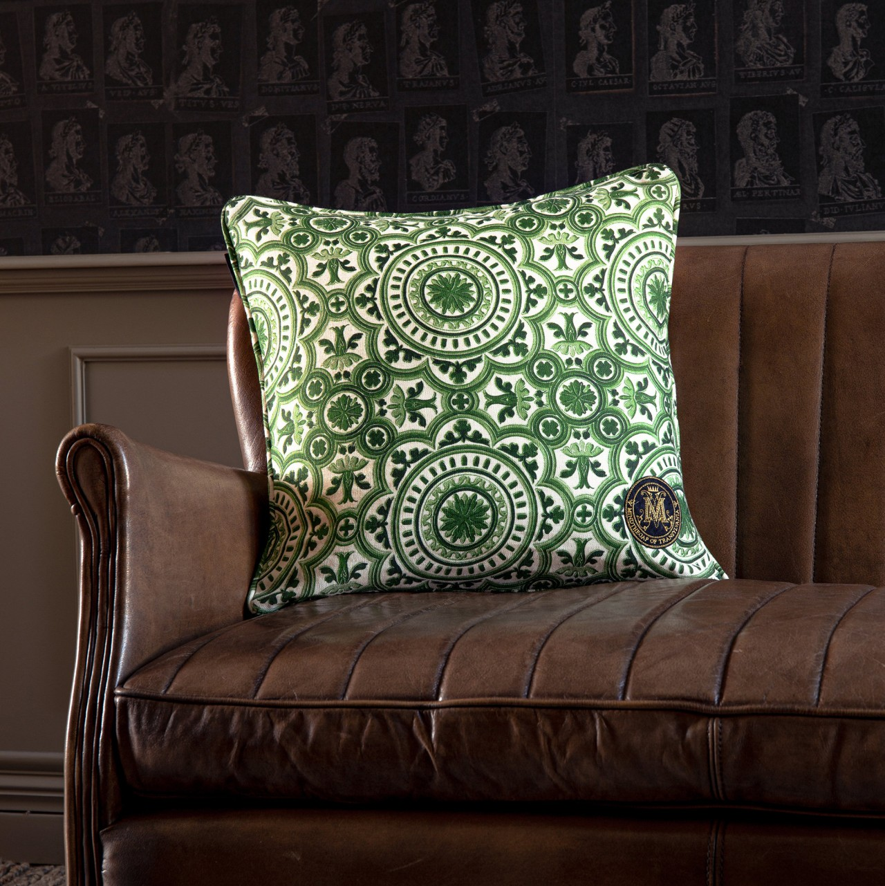 THE MANOR Linen Cushion
