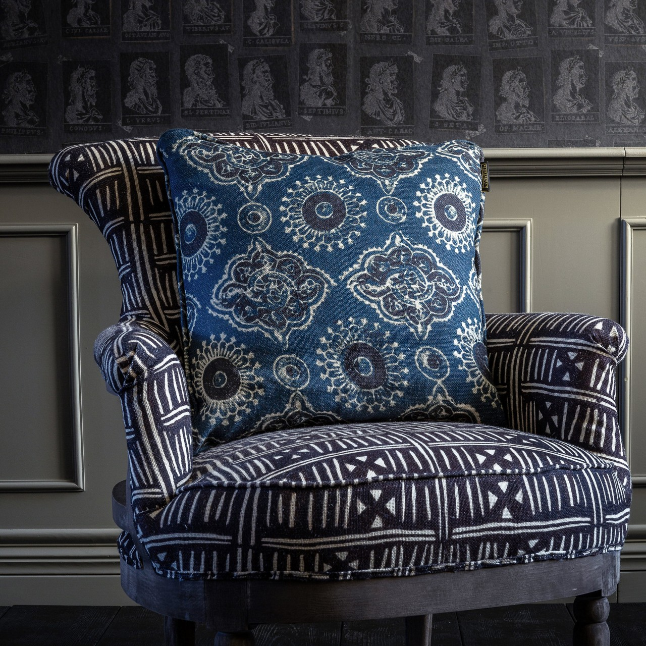 TIBERIUS Linen Embroidered Cushion