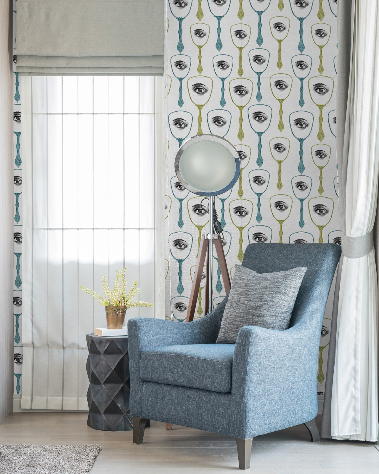 MIRROR'S EYE Premium Wallpaper