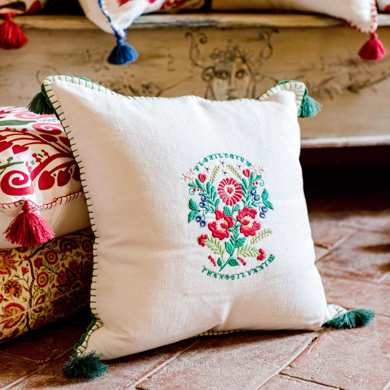 TRANSSILVANIAE FLORILEGIUM Linen Embroidered Cushion