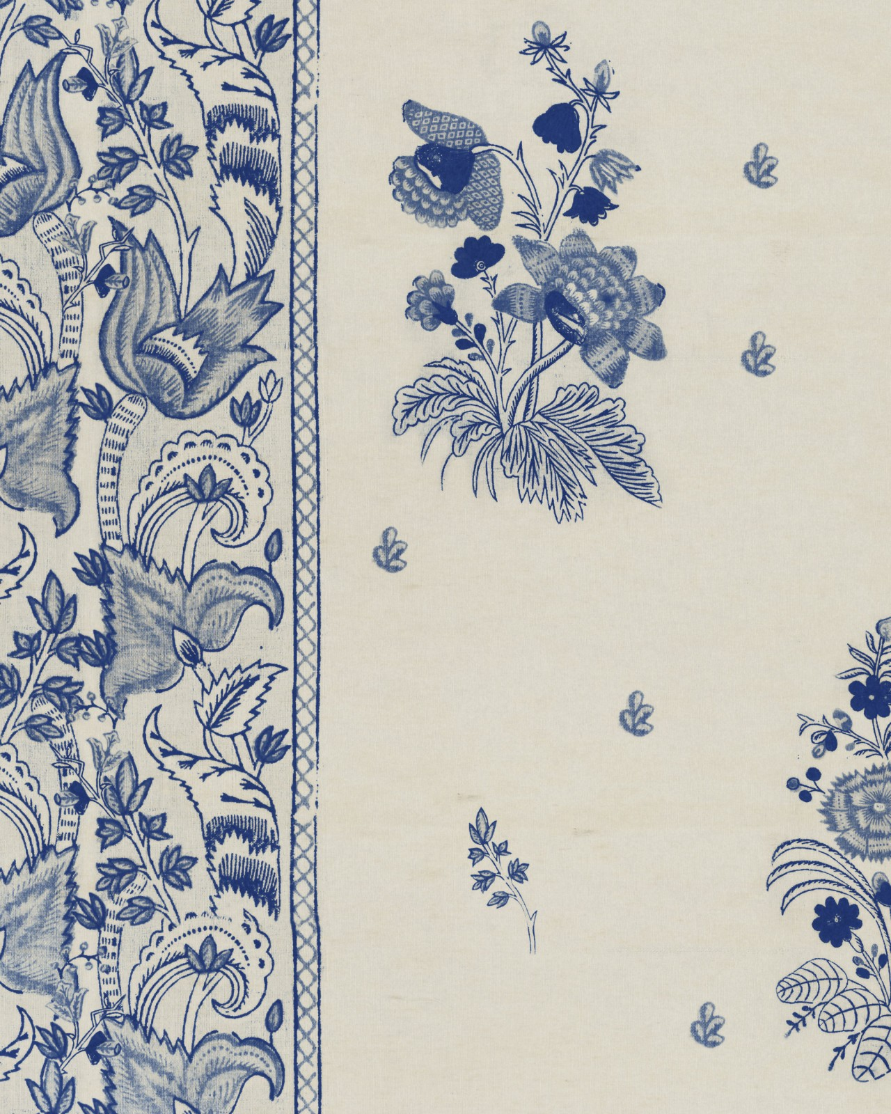 KOROND FLORAL Indigo Wallpaper