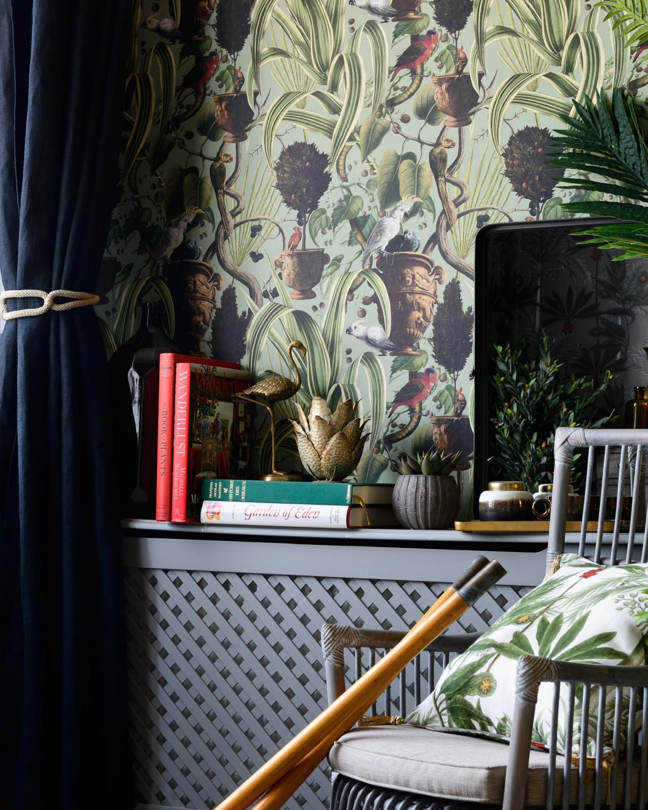 EXOTIC MENAGERIE Dark Wallpaper